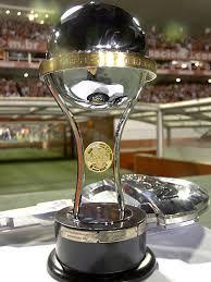 http://globoesporte.globo.com/Esportes/Noticias/Times/Internacional/0,,MUL911526-9869,00-TACA+DA+COPA+SULAMERICANA+PASSA+A+NOITE+NA+ROUPARIA+DO+BEIRARIO.html